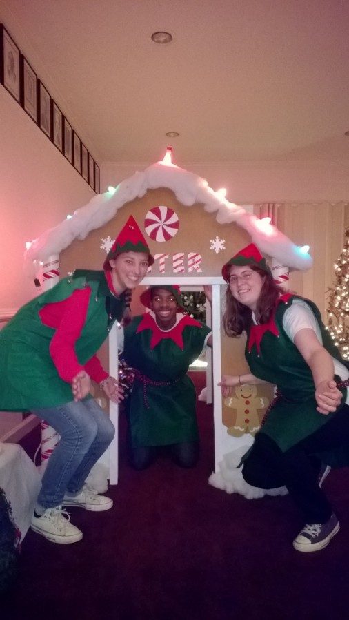 Key+Club+Members+Volunteering+at+the+Santa+House+in+December+2013.