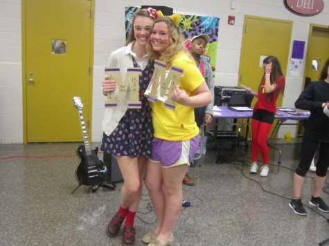 Madison Smith and Samantha Boswell accept their superlatives for Females Attached At The Hip