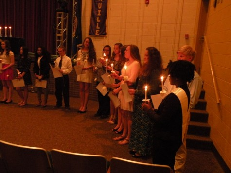 Inductees light each others candles