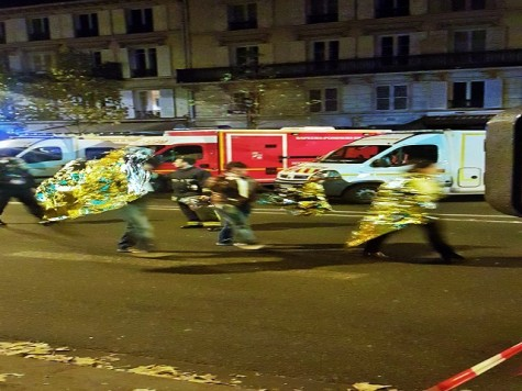 The night of the attack; Parisians with emergency blankets.