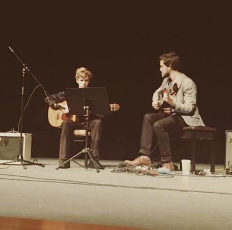 Nipp performing with Hekselman
