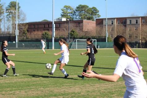 Isa Villareal settles the ball