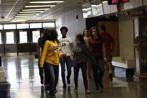 Class of 2020 head to their classes.