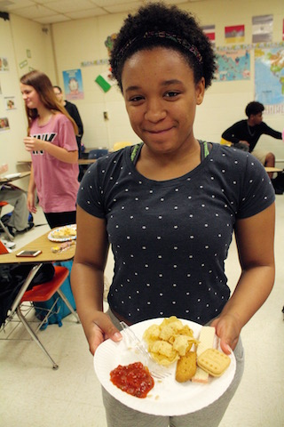 Azhya Hampton shows us her chips and salsa for Cinco De Mayo.