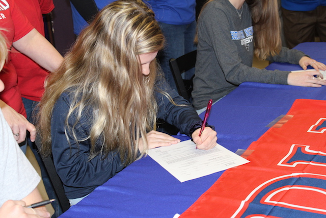 Kaitlyn Casab signing her letter of intent