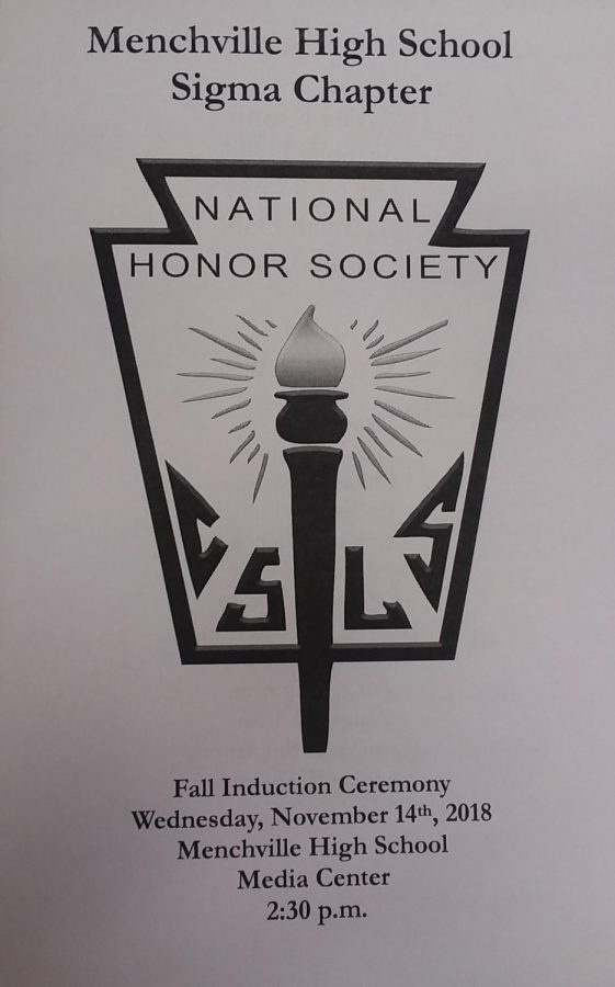 Thirteen+new+senior+members+were+honored+and+inducted+into+the+National+Honor+Society+in+Wednesdays+ceremony.