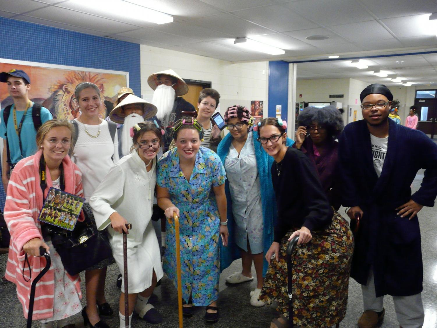 The+senior+class+grabbed+their+best+canes%2C+bathrobes%2C+and+curlers+for+the+day.
