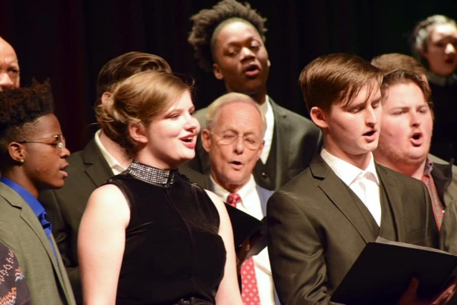 Principal Bobby Surry joined the choir onstage and joined them in singing the Hallelujah Chorus.