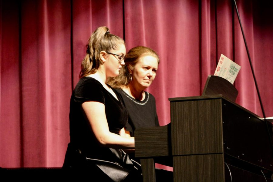 Senior Chiara Tomassetti performs a duet on piano with her mom.