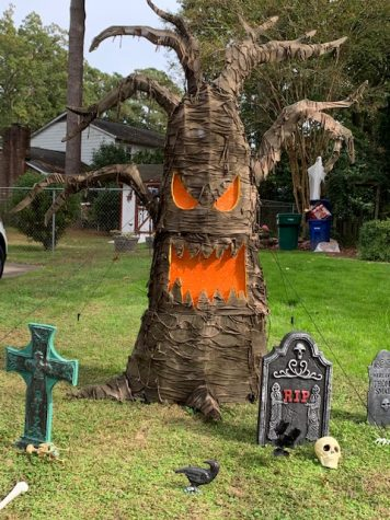 Local residents are creating Halloweenscapes in their yard.